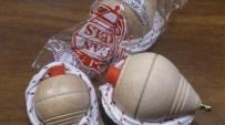 La baldufa catalana de tota la vida torna a estar de moda a les escoles. Els torners que les fan són de Sant Pere de Torelló i forneixen tot el mercat tant de casa nostra com de l'exterior. El cost per unitat és de 2 €